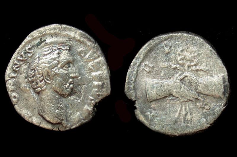 handshake Denarius of Emperor Pius reverse