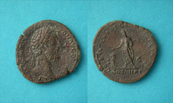 Commodus, Sestertius, Emperor sacrificing reverse